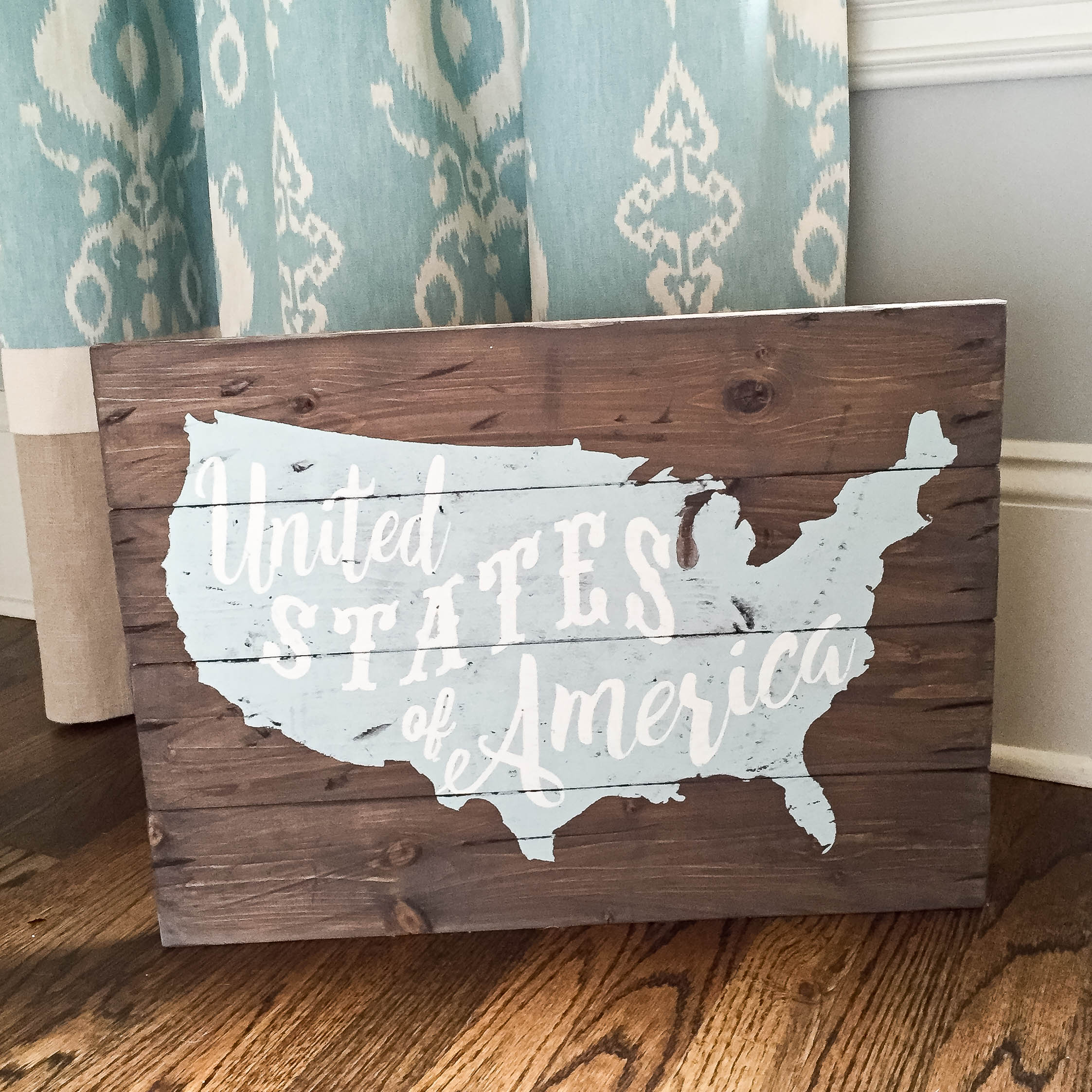 USA Typography sign plank