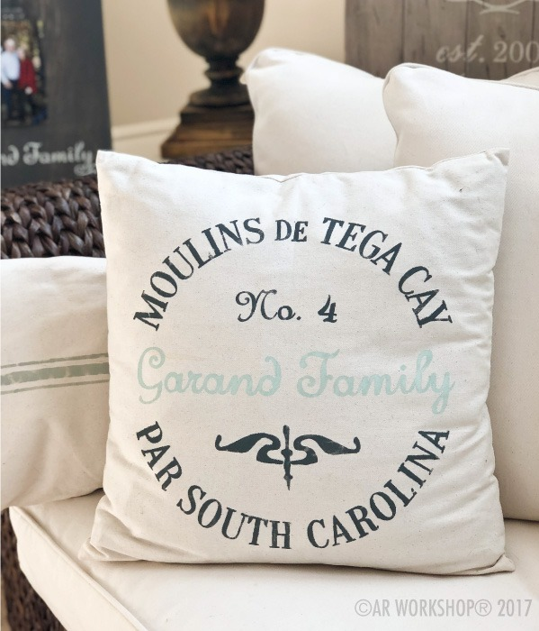 state crest grain sack pillow
