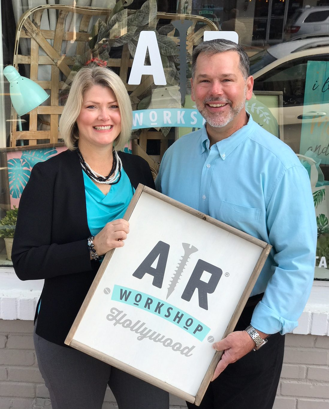 AR Workshop Hollywood - Wine and Painting Wood Sign Studio