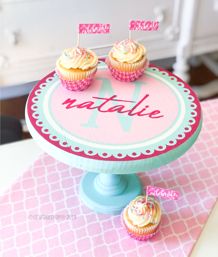 scallop initials name cake stand