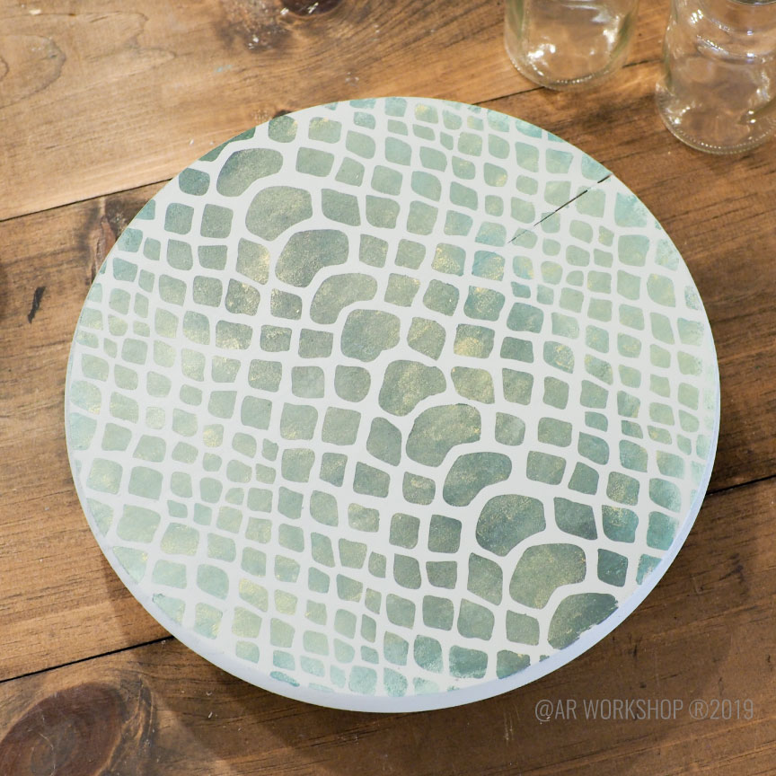 snakeskin pattern round sign